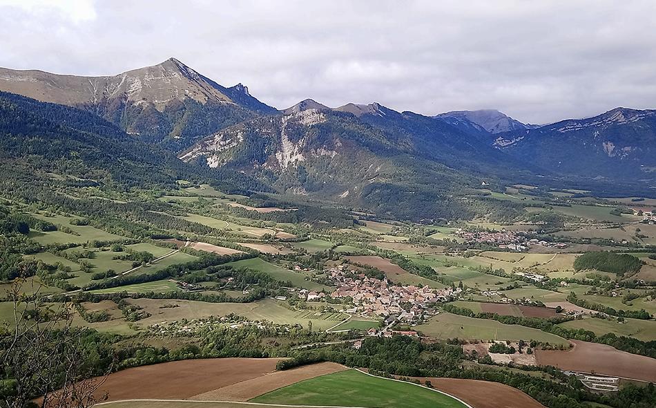 Le village de Lalley dans son écrin de montagnes : le paradis des activités nature