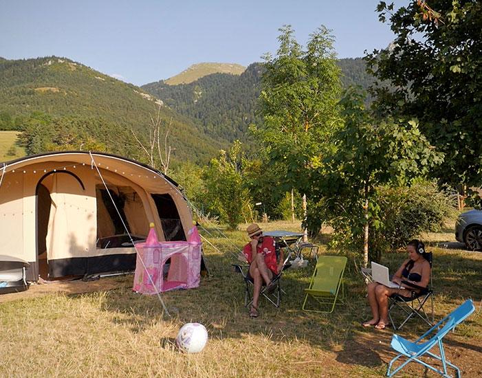 Moment de bonheur partagé au camping Belle Roche
