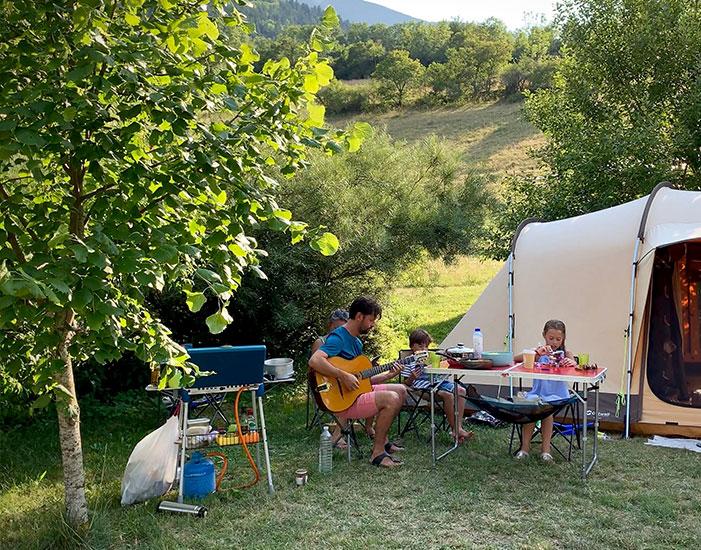 Emplacement Nature :au camping Belle Roche : un moment de quiétude en famille