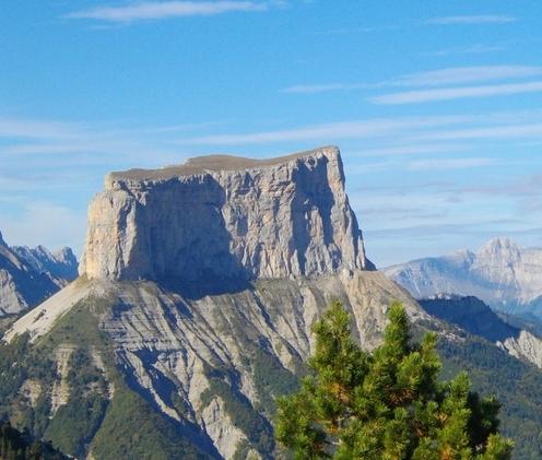 Le Mont Aiguille, emblème du Trièves : randonnée et escalade