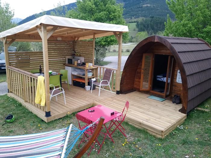 La terrasse couverte du Pod, location pour deux personnes