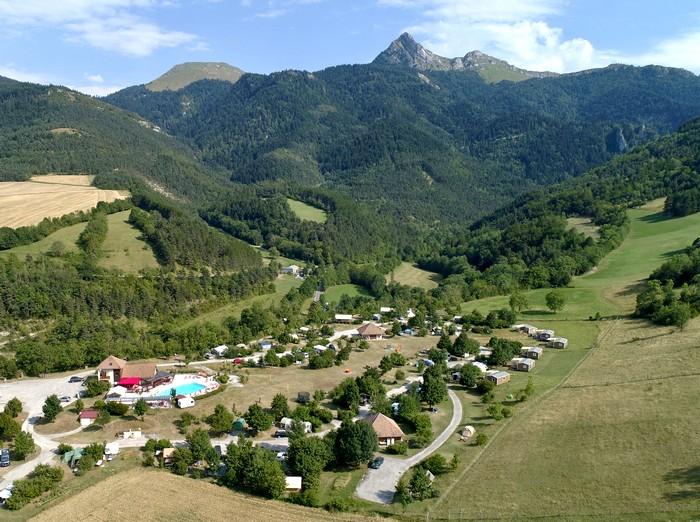 Le camping Belle roche dans son écrin de montagne et de nature