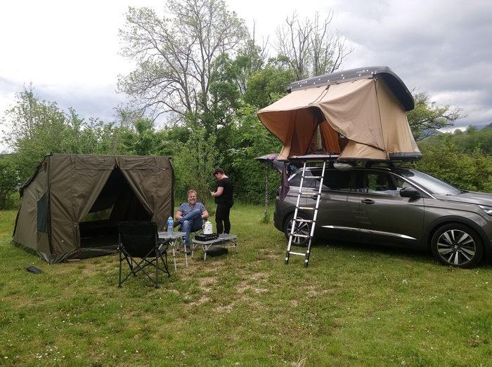 Une installation vite montée sur l'emplacement Nature du camping Belle Roche