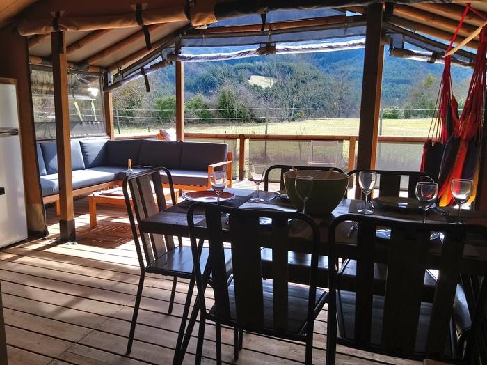 Le Lodge Espace permet de partager un repas en famille ou entre amis (7 personnes)