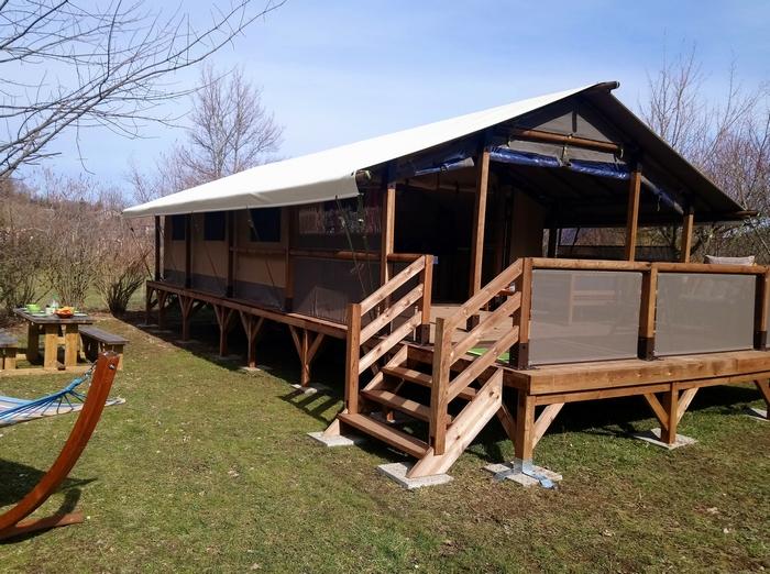 Le Lodge Espace : une location jusqu'à 7 personnes avec sanitaires et grande terrasse