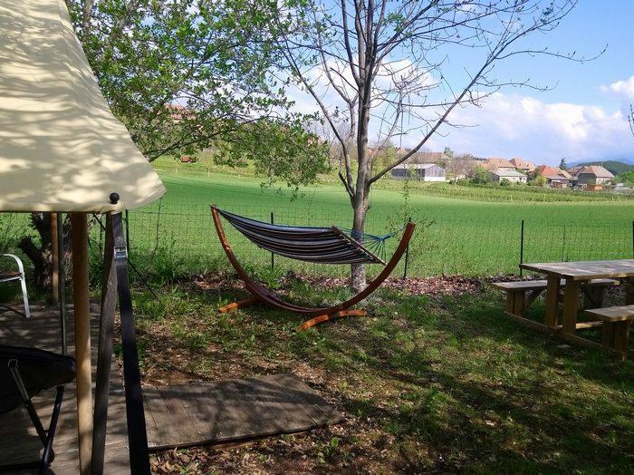La vue paisible sur le village de Lalley de la terrasse le la location Lodge Nature