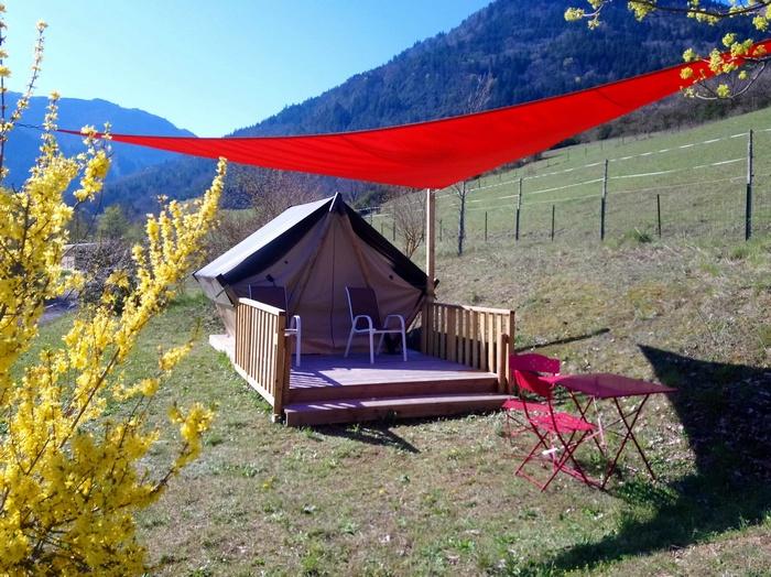 Le bivouac grand confort avec la location Tente Liberté